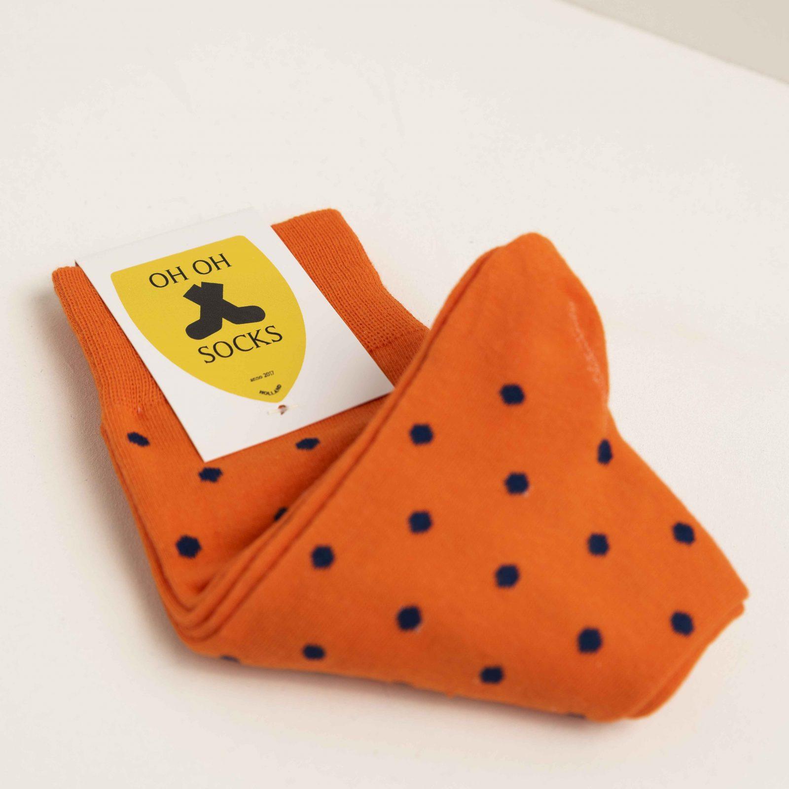 Oranje met stippen